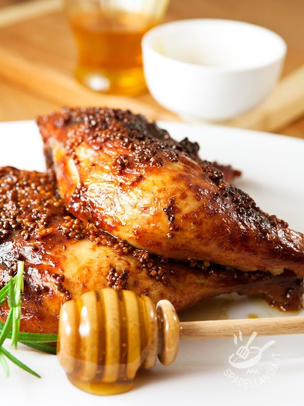 Il Pollo alla senape e miele è un secondo di carne veramente profumato, con un sentore agrodolce che lo rende delicato e al tempo stesso gustosissimo! #polloallasenape