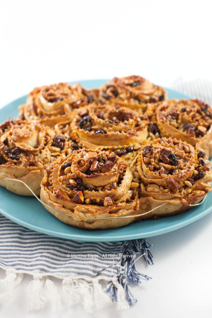 La pitta 'nchiusa (o pitta 'mpigliata), un dolce tipico del Catanzarese e si fa nel periodo Natalizio: E a base di frutta secca e miele, è friabile e aromatico.