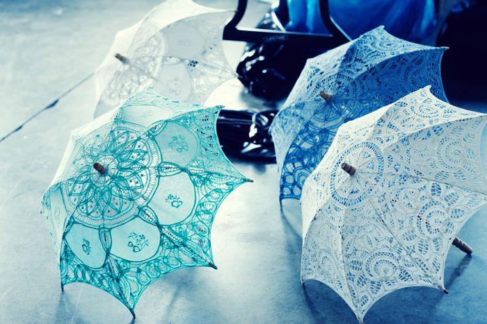 Een kanten parasol mee op je bruiloft? Die hoeft niet per definitie wit te zijn! Inspiratie #TrouwPartners