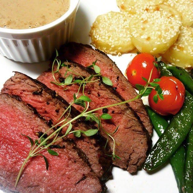 Edel's Mat & Vin : Helstekt mørbrad ♪♫ Servert med sesam poteter, sukkererter, tomater og soppsaus !