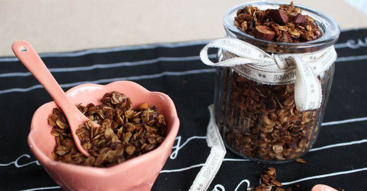 Domácí křupavé ořechové müsli s kokosovým olejem a skořicí