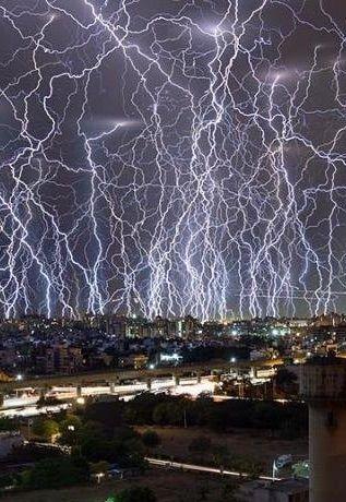 インドで記録された信じられないほどの激しい落雷群 | 地球の記録 – アース・カタストロフ・レビュー