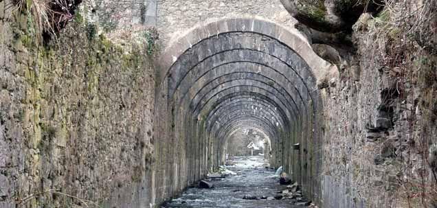 Existen muchos senderos señalizados en la Selva de Irati, con distinto grado de dificultad y extensión, aquí os dejamos los que surgen desde la localidad d