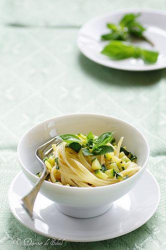 Basil, mint and zucchini linguine