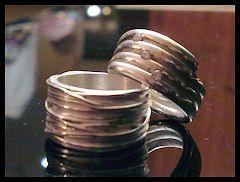 2 brede ringen van zilverklei,