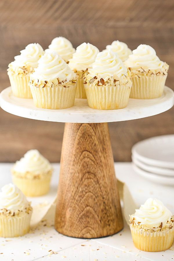 Almond Amaretto Cupcakes - almond cupcakes and frosting with a whipped amaretto filling! So good! | Life, Love and Sugar