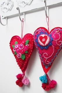 ~Valentijns-harten van vilt via Handwerkjuffie-~
