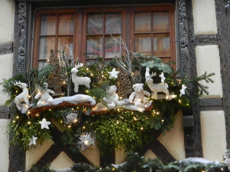 Jolie décoration de fenêtre à Riquewihr (Alsace)