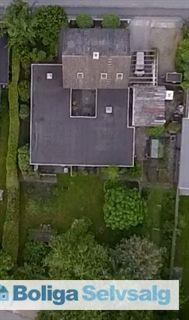 Stor Villa med plads til 2 generationer eller bolig og kontor