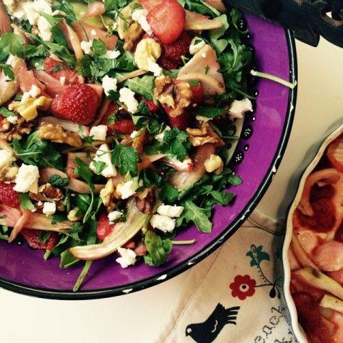 Salade met geroosterde aardbeien en venkel