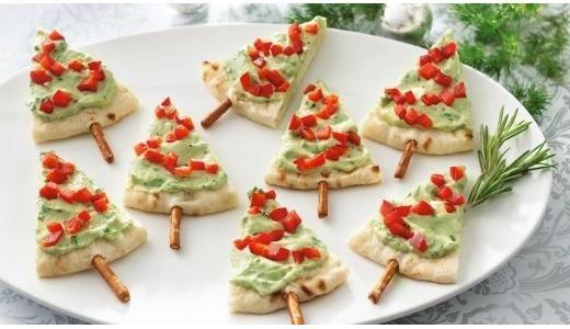 Para servir de entrada: pão sírio com patês e tomatinhos também servem como árvore natalina http://vilamulher.terra.com.br/receitas/nova-cozinha/petiscos-de-natal-ideias-criativas-4-1-75-1429.html #xtimas #natal #christmas