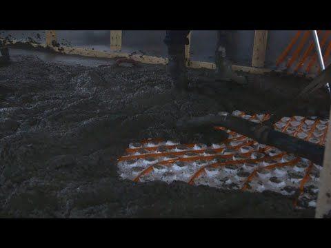 REPENSER L'ISOLATION | Le coulage du béton sur un plancher chauffant | Épisode 5 - Au point où nous en sommes, on peut affirmer que notre plancher chauffant hydronique est pratiquement terminé! Les panneaux isolants en polystyrène sont en place, les tuyaux à eau chaude sont bien installés; il reste donc à couler le béton! #HYDROFOAM #Isolation #Construction
