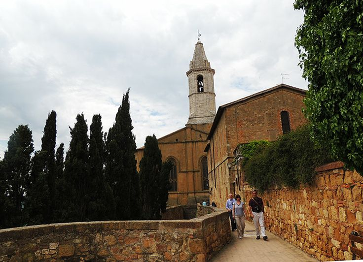 Pienza with its stunning views of Val d'Orcia is often included in your Tuscany tour. #tourtuscany, #tuscany, #pienza