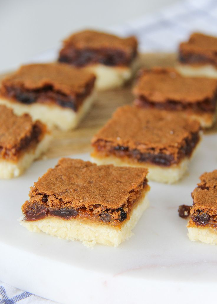 This Butter Tart Square recipe is a simple and delicious dessert recipe! A delicious gooey, sweet and buttery layer over a shortbread cookie crust.