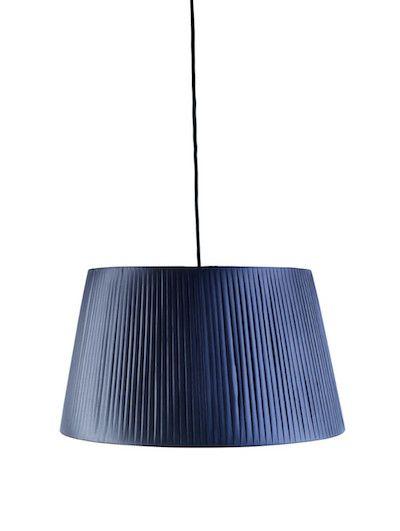 Cu o prezenta organica si sarmul tipic frantuzesc, lustra Cannes Dark Grey ofera o nota de glamour oricarui decor. #SomProduct #inspiring #comfort #lighting #dark #blue