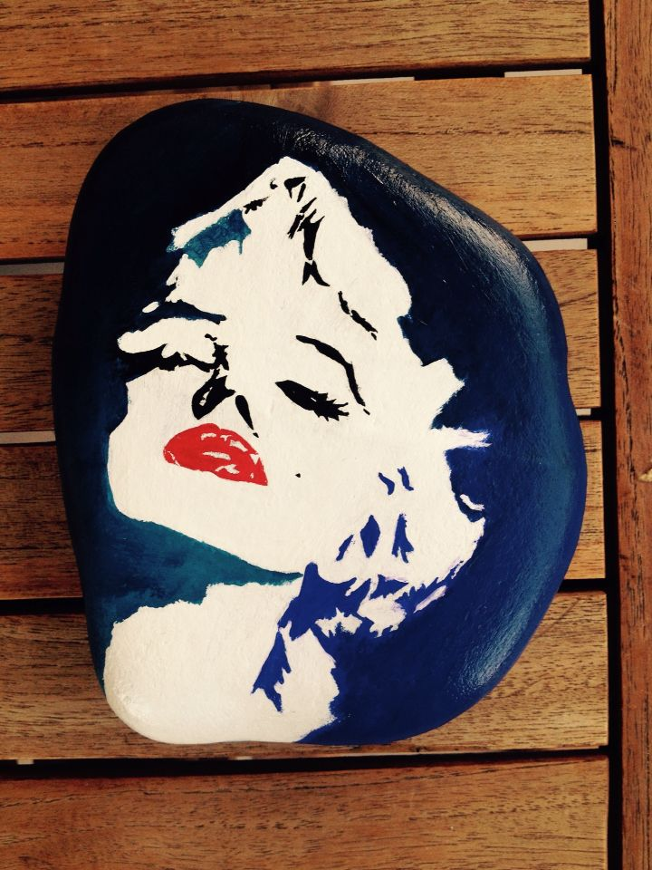 M. M. - Marilyn Monroe (painted pebble/ stone) (acrylic)
