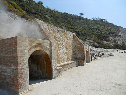 Stufe nel cratere della Solfatara a Pozzuoli (NA)  #TuscanyAgriturismoGiratola