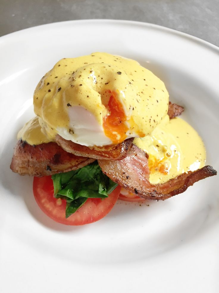 No carb eggs Benedict with low-cal hollandaise