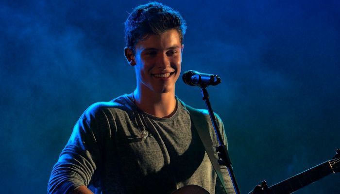 Shawn Mendes, a Canadian singer and songwriter. Check out his childhood,personal life, family life, height, weight, achievements, net worth and fun facts.