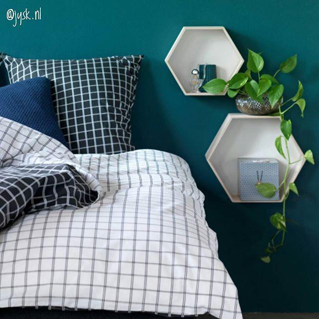 Best-budget-buy; dit mooie dekbedovertrek (KARIN, 100% katoen, tweezijdig met rits) is in de aanbieding bij Jysk. Voor de maat 140 x 200 cm betaal je nu €18, de maat 200 x 220 kost €32,50. De aanbieding is nog geldig tot en met 11 september 2016. #bestbudgetbuy #dekbedovertrek #slaapkamer #bedroom #grid #zwartwit #jysk #jysknl #budgethome #woonaccessoires #budgettip #lowbudget #budget #wonen #interieur #interior #instahome