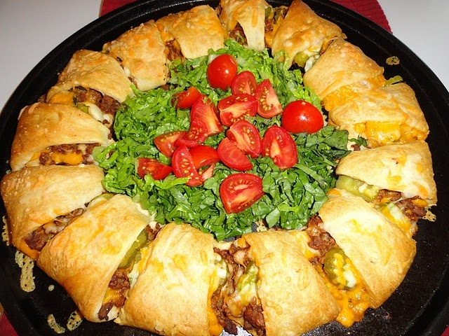 Cheeseburger Ring  Turned this into a bacon cheeseburger pizza, but it was amazing and we will be having it again! Soon!