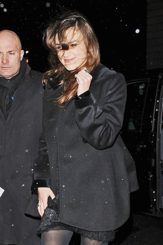"Keira Knightley Photos Photos - Keira Knightley leaving the Comedy Theatre after her West End debut in ""Misanthrope"". Knightley plays a character named Jennifer, who is a desirable movie star wanted by playwright, Alceste (played by Damian Lewis). - Keira Knightley Leaves the Comedy Theatre"