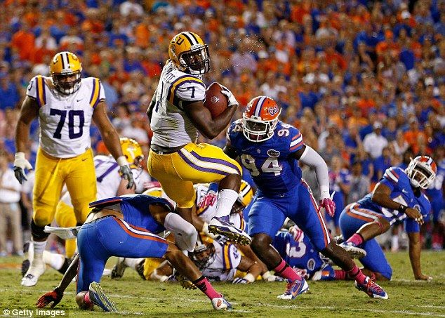 Rivals: Leonard Fournette #7 of the LSU Tigers spins to avoid a tackle by Jalen Tabor #5 o...