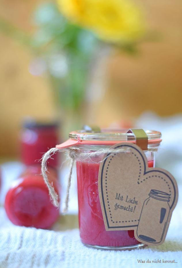 Die Erdbeersaison neigt sich leider dem Ende zu. Zeit, die kleinen Früchtchen in Form einer Erdbeer-Kokos Marmelade haltbar zu machen.