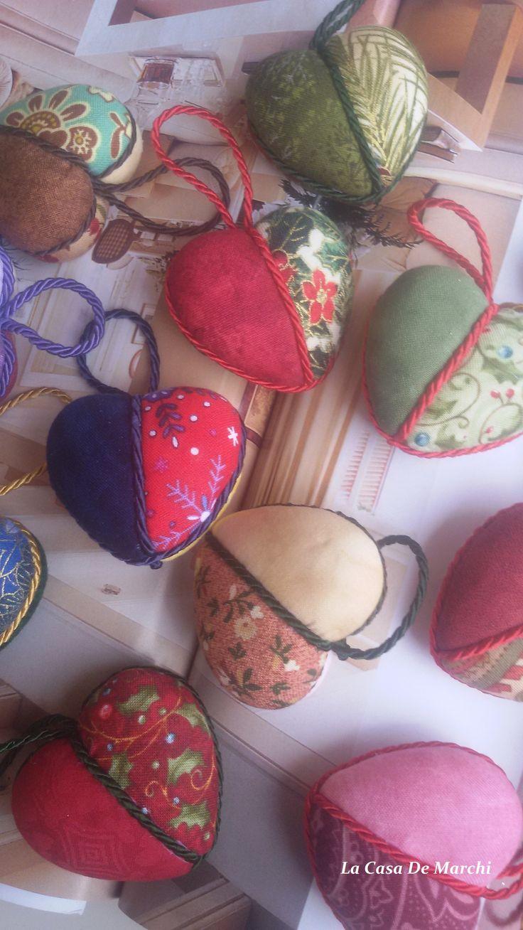 Mini corazones de Patchwork, con muchísimos coloridos  www.facebook.com/lacasademarchi. www.lacasademarchi.com