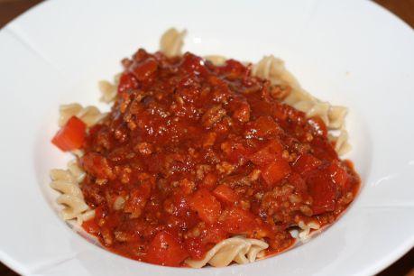Oppskrift på kjempegod bolognese saus. Lag stort og frys ned for kjappe og gode hjemmelagde middager, Nok til 7 middager.   Recipe for bolognese sauce. Enough for 7 dinners.