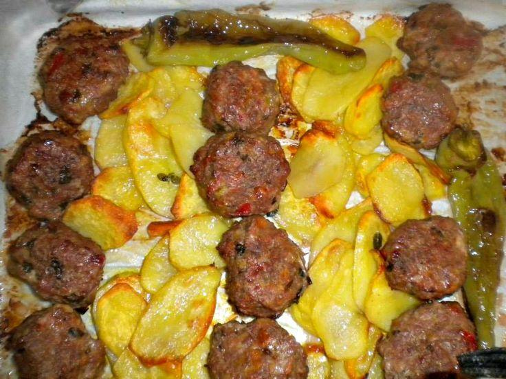 Ο κιμάς το αγαπημένο υλικό που χρησιμοποιείται κατά κόρον στην Ελληνική κουζίνα. Κιμάς μοσχαρίσιος ως επί το πλείστον, αλλά και ανάμεικτος με χοιρινό κιμά ή και πρόβειο μεταμορφώνεται και μαζί και με άλλα συστατικά και