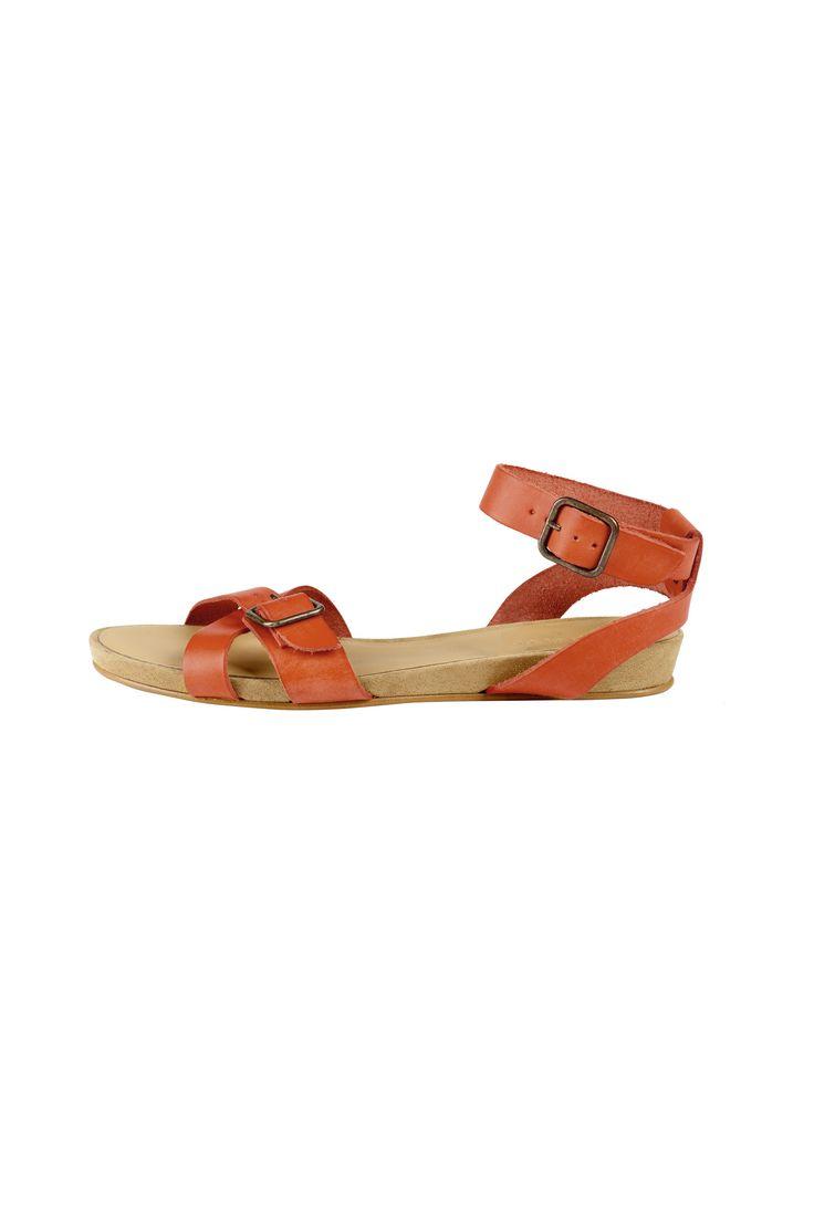Sandalia plana de indi & cold love coloured sandals. Sample in store now Eb x
