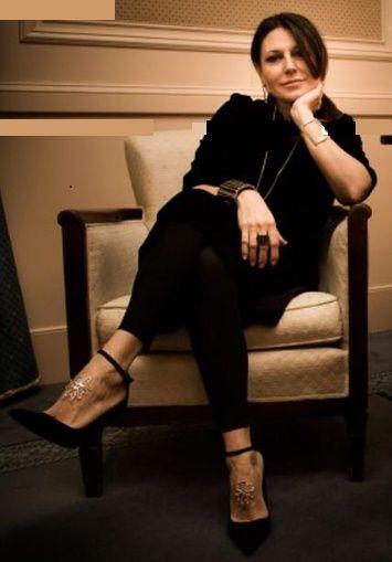Condividiamo con voi uno dei nostri ricordi più belli presentato nel 2013 ad Alta Roma. Ecco la sorprendente sensualità del gioiello da piede da indossare sul collo del piede, creazione di Patrizia Corvaglia.  http://www.fashionnewsmagazine.com/2013/02/11/patrizia-corvaglia-gioie-e-gioielli/