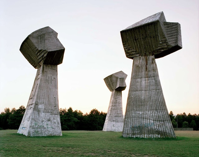 """Nis -  Socialist Republic. In the 1980s, these monuments attracted millions of visitors per year, especially young pioneers for their """"patriotic education."""" After the Republic dissolved in early 1990s, they were completely abandoned, and their symbolic meanings were forever lost."""