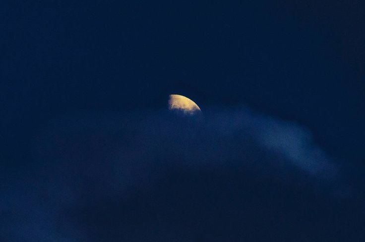 The Moon's fin in the ocean of clouds  #sky #moon #ocean #sea #clouds #fin #shark #pinna #mare #oceano #love #luna #night #astrophotography #evening #night #colors #blue #shadows #amazing #nikon #beautiful