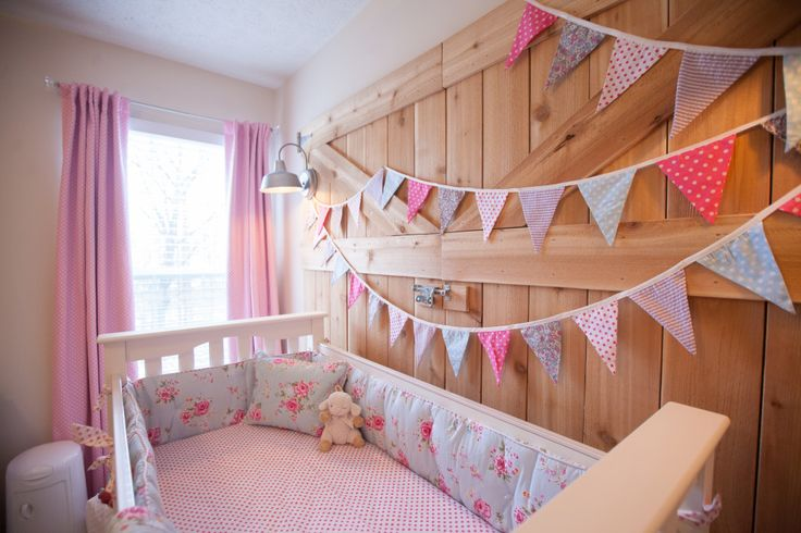 Add colorful bunting to liven up any nursery wall!: Nurseries Beds, Pretty Rooms, Themed Rooms, Projects Nurseries, Barns Themed, Barns Doors, Themed Nurseries, Baby Stuff, Baby Nurseries