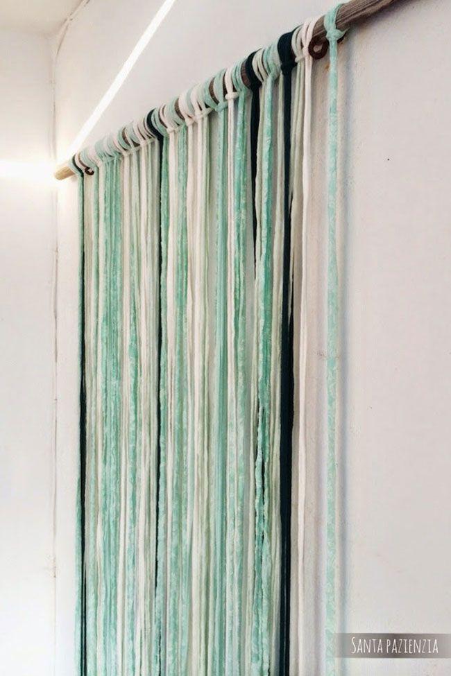 El trapillo sirve para muchas cosas, no sólo para hacer bolsos, también se puede usar para decorar muchos rincones de casa. Te enseñ...