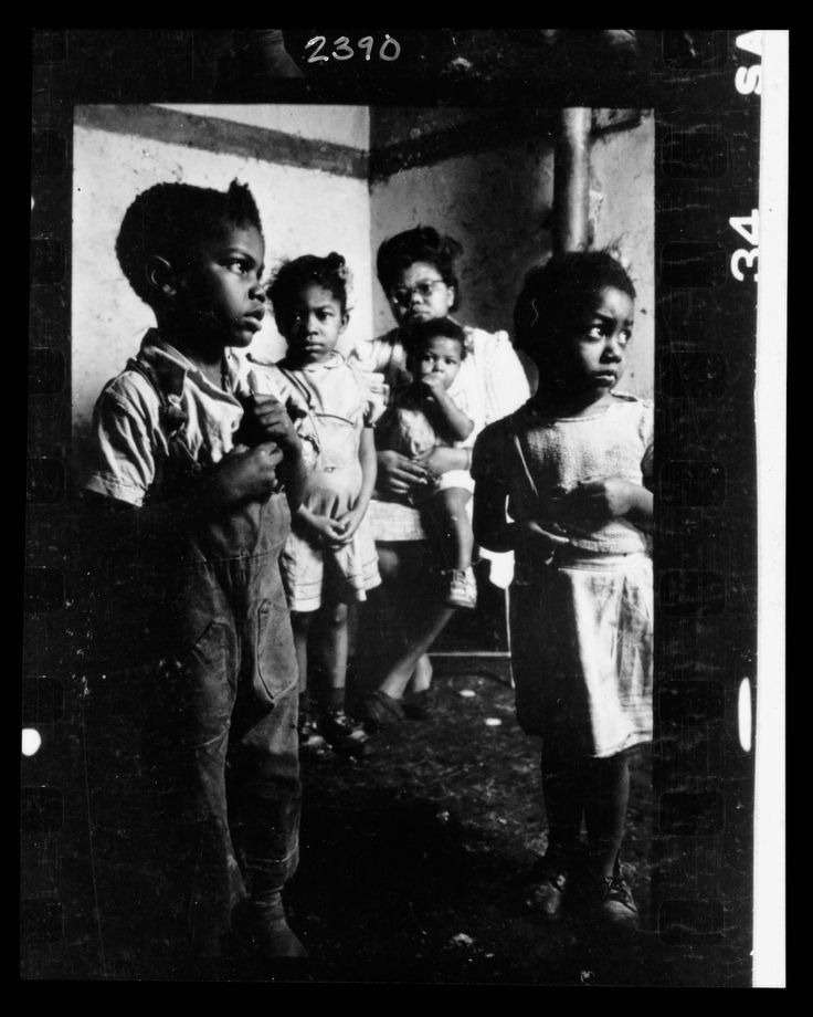 An African-American woman and her four children. Image: LOOK Magazine Photograph Collection (Library of Congress) | www.eklectica.in #eklectica