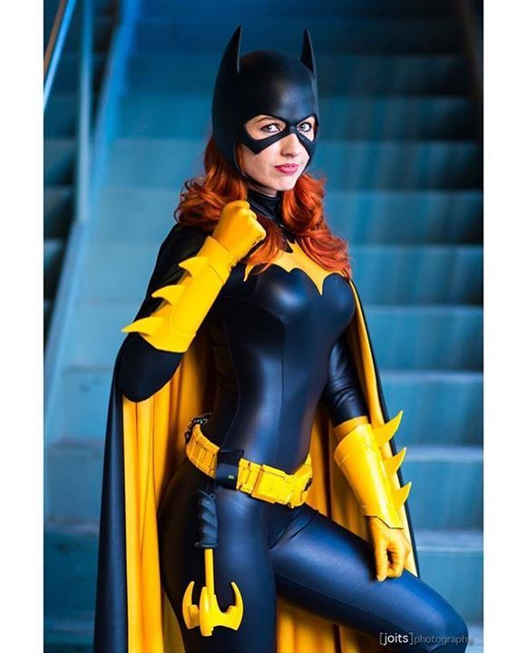 Wow!!! @realamandalynne in her #Batgirl costume is SLAYING!! Photo by @joits cowl by @reevzfx Suit by @castlecorsetry