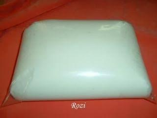 Hozzávalók:  6 kanál víz (= 70 ml)  1 evő kanál zselatin (=10 g)  1evő kanál kókusz zsír (lehet margarin is, csak akkor nem lesz szép fehér ...