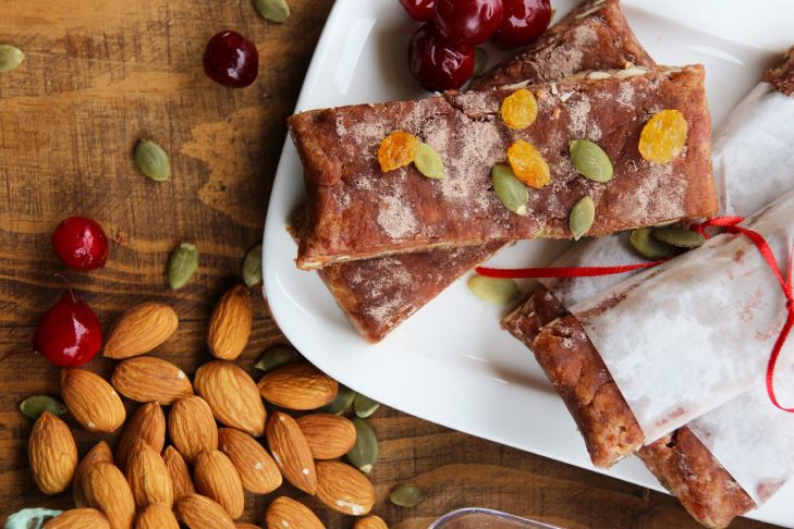 Receta paso a paso de barritas de snack de frutos secos, semillas, chocolate y polvos cranberry Nativ for Life. Cherrytomate.