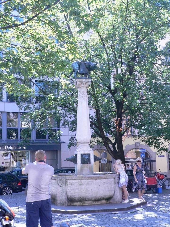 Little Red Riding-Hood fountain in Munich