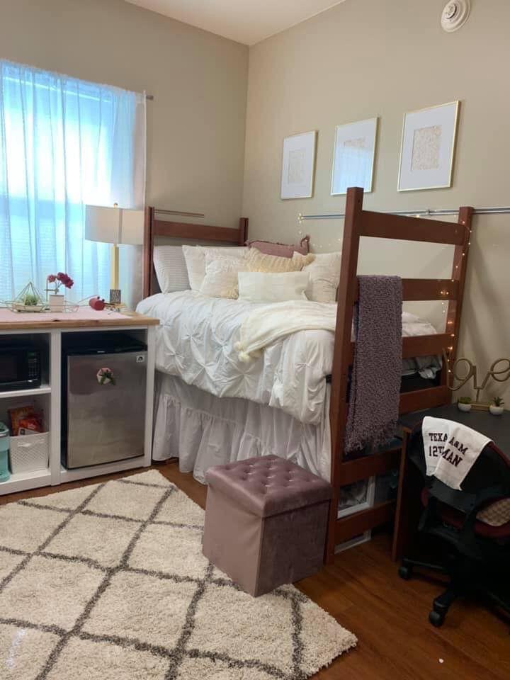 Clean Dorm Room: Clean & Simple Dorm Room Decor At Texas A&M University