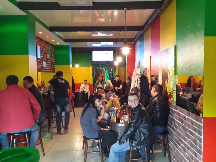 Продается пивной бар  Челябинск  Продается пивной мини-бар в г. Челябинске, Курчатовский район. Наименование бара: «MR.BOB». MR.BOB – это «бар у дома» в стиле уютного регги, который знают и любят наши, теперь уже, постоянные клиенты разных возрастов с декабря 2014 года. В баре представлены только качественные напитки от 90 до 450р./литр, холодные и горячие закуски, имеются налаженные дружеские отношения и индивидуальные скидки в работе с 10-ю проверенными поставщиками.  Ежемесячные…