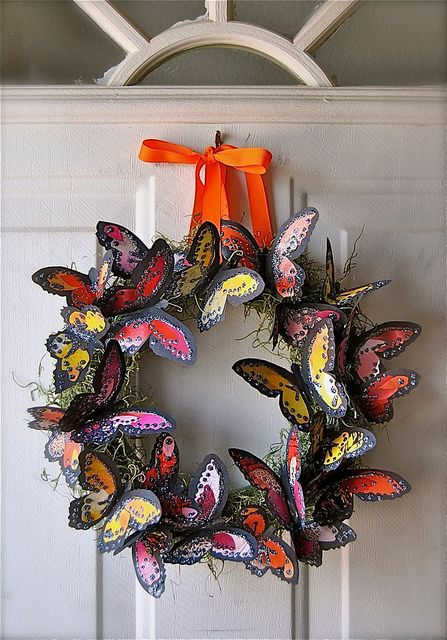 i'd like to make something like this....maybe with lighter colors... :) --butterfly wreath and photo by davona douglass via flickr