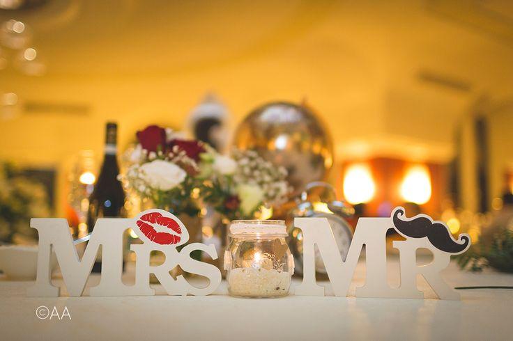 Allestimento tavolo sposi, giovane e divertente