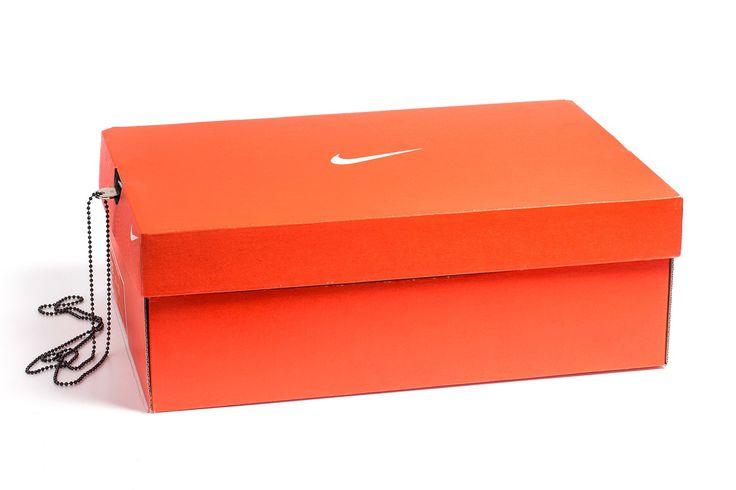 Wil jij je spullen nu eindelijk écht op een veilige plek bewaren? Een kluis valt natuurlijk zo op, maar daar bedachten ze bijMandem Safe wat op. Een Nike schoenendoos wat eigenlijk een geheime klu…