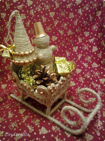 Мастер-класс Поделка изделие Новый год Моделирование конструирование Снеговик везет подарки для Деда Мороза Материал природный Шпагат фото 1