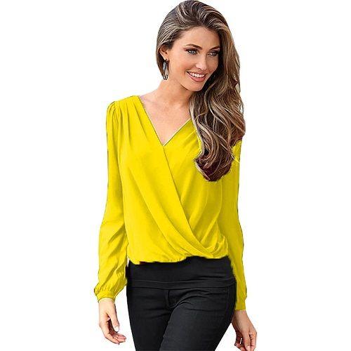 Las blusas siempre forman parte importante de la vestimenta de las mujeres, es por esto que nos preocupamos por saber cuáles son las tendencias de blusas para dama 2016, cuáles serán las texturas y colores que más se deberán usar a lo largo de este año. En primer lugar señalan