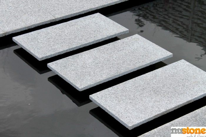 Silver Grey Granite Paving - 600x300